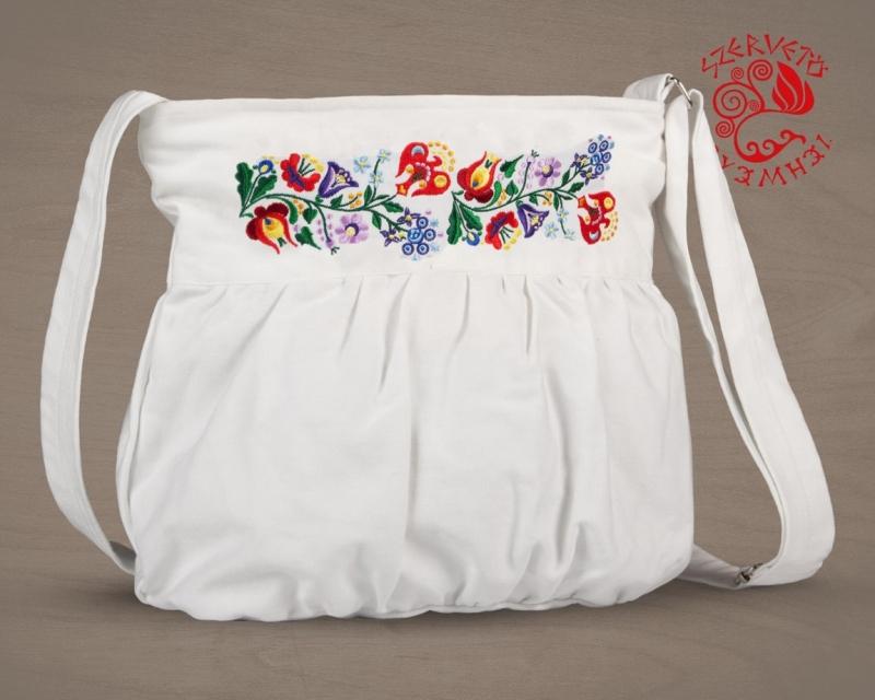 f7967d3265 Szervető Kalocsai mintás hímzett buggyos táska   Túra termékek ...